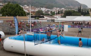 Jugada de watervolley Spain® 2 contra 2 en Pizarra con remate cruzado y bloqueo a una mano