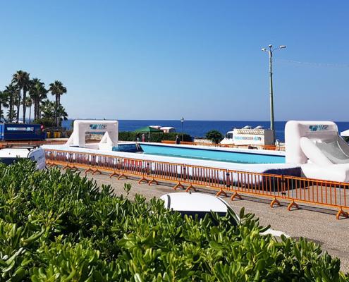 piscinas deportiva profesional watersoccer en una plaza al lado del mar