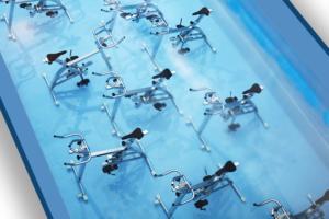 9 waterbikes dentro de una piscina waterfitness